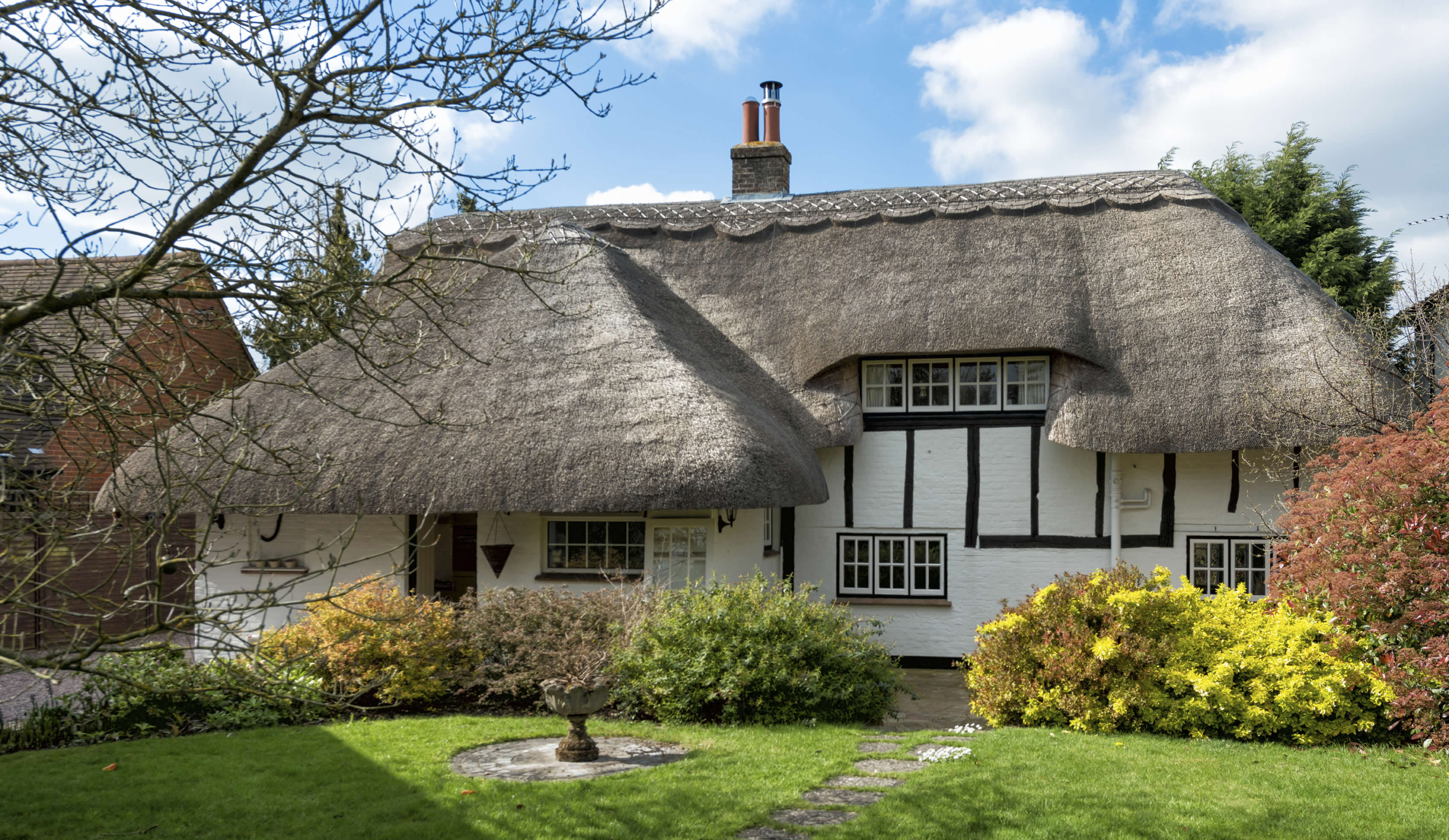5 Tips for Furnishing a Beautiful Thatch Cottage